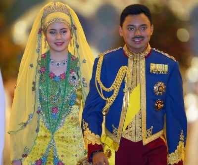 Sultan of Brunei golden jubilee: Gilded chariot procession ...