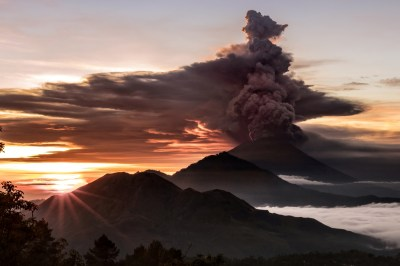 Mount Agung: 'Red warning' issued to airlines over ...