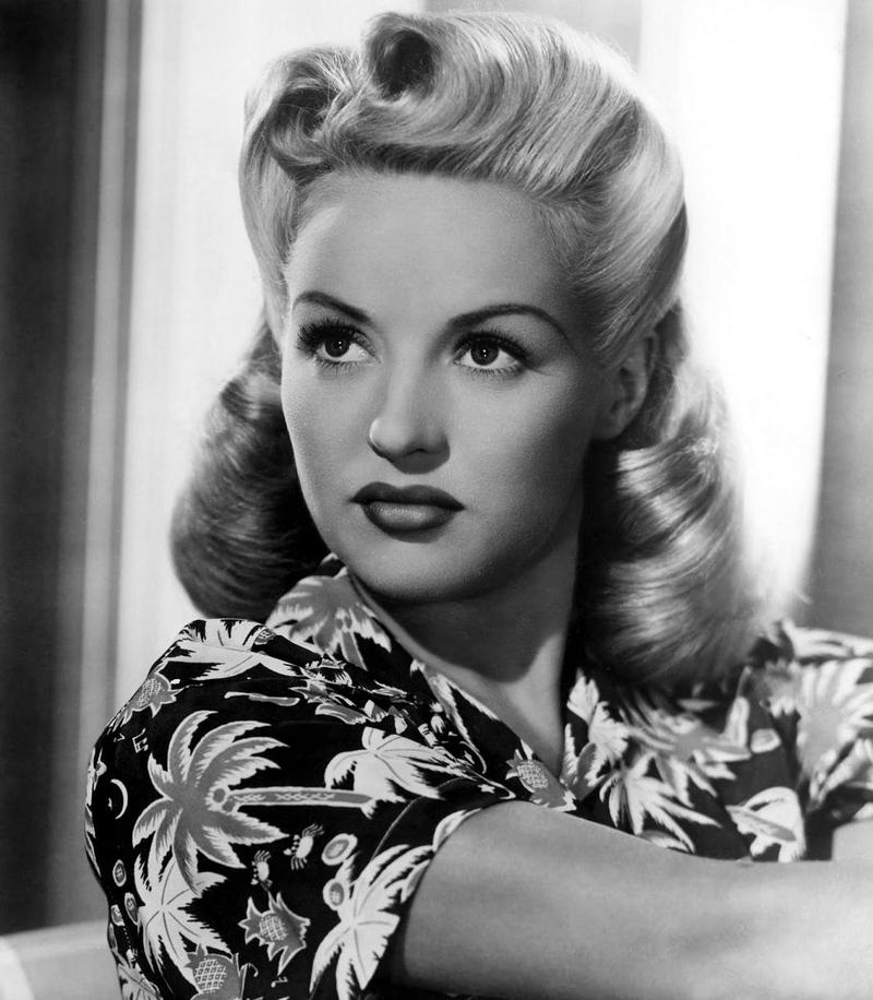 How To Create The Perfect Pin-Up Hair