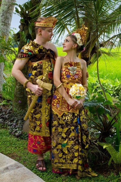 Wedding costumes bride and groom from the island of Bali ...