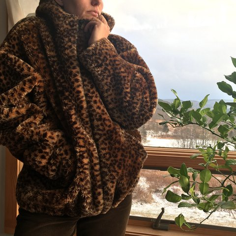 Daaaaaamn  Cozy fuzzy faux fur cheetah print bomber jacket with hood     Cozy fuzzy faux fur cheetah print bomber jacket with hood and zipper  Thick  and warm  Silky black acetate lining  By vintage brand Monterey Fashions         In