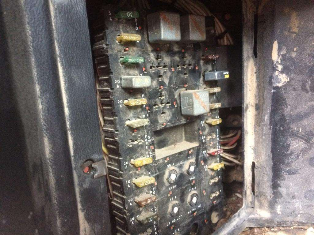 Kenworth T600 Fuse Box | Wiring Diagram on kenworth w900 fuse box, kenworth t370 fuse box, kenworth t2000 fuse box, international 4900 fuse box, kenworth t800 fuse box, freightliner cascadia fuse box,
