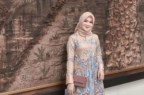 Model Gaya Baju Pesta Brokat 20