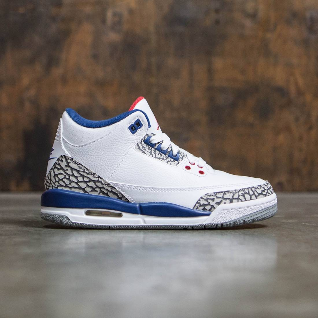 Jordan Big Kids AIR JORDAN 3 RETRO OG BG True Blue  white   fire red     Jordan Big Kids AIR JORDAN 3 RETRO OG BG True Blue  white   fire red true  blue cement grey