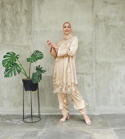 Modis 50+ Model Baju Batik Dengan Celana