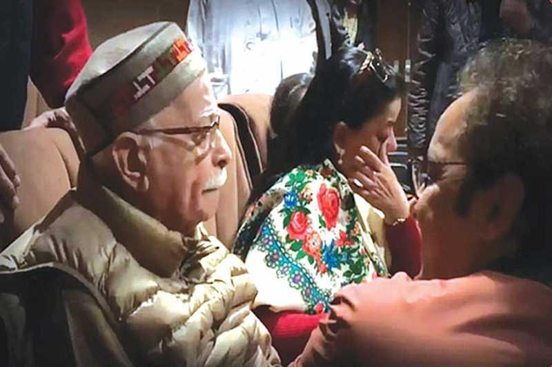 কাশ্মিরীদের ঘর ছাড়ার গল্প 'শিকারা' দেখে কেঁদে ফেললেন বিজেপির আদভানি