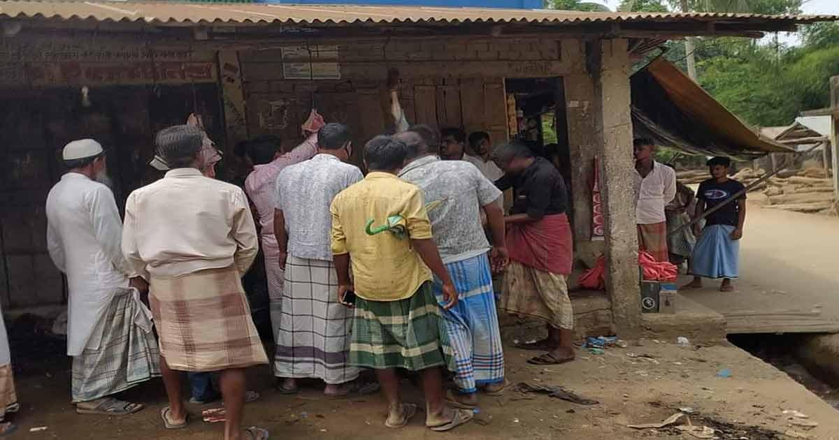 নির্দেশনা অমান্য করে মহেশখালীর কালারমারছড়া বাজারে গরু জবাই