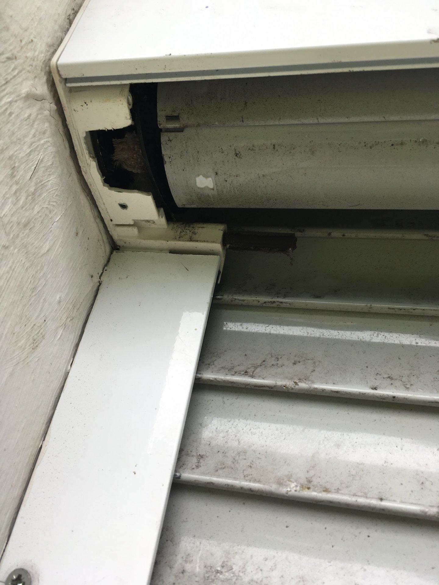 Rolladenkasten außen öffnen