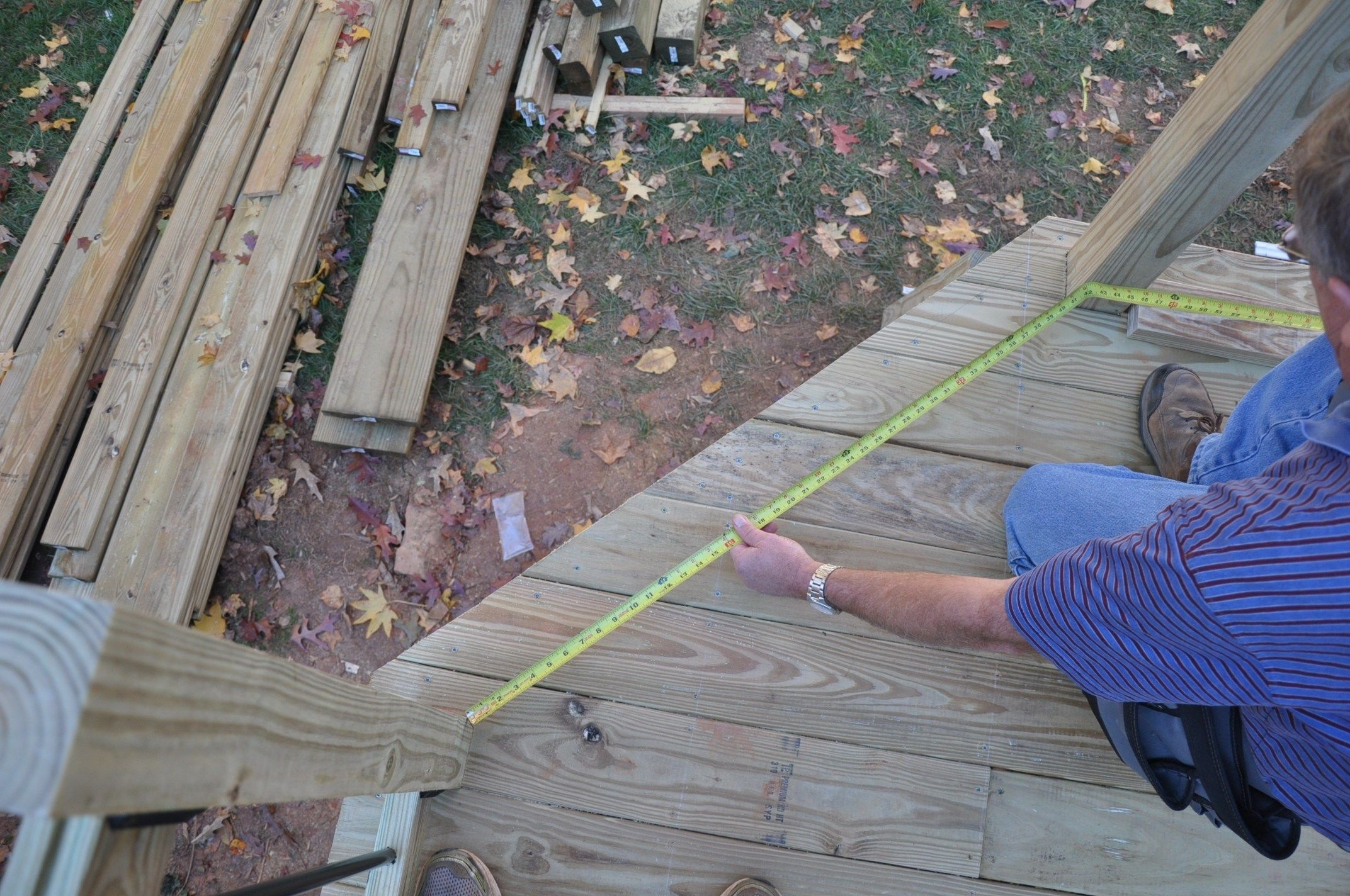 How To Install Deck Rail Balusters Decks Com   Installing Wood Balusters On An Angle   Stair Parts   Stair Spindles   Banister   Knee Wall   Handrails