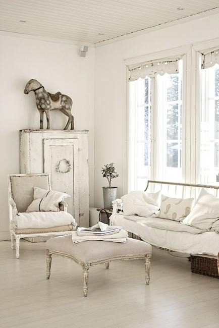 Beautiful Flowers And Shabby Chic Ideas For White Living