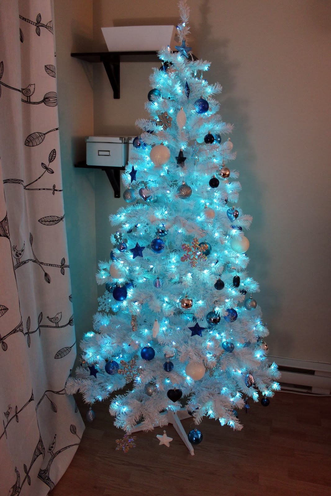 And Blue Red White Christmas Themes Tree