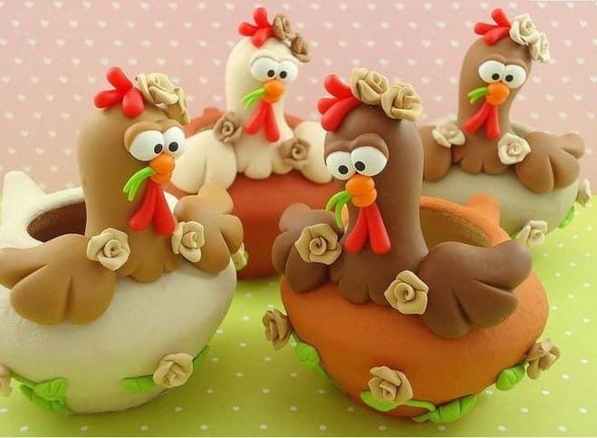 由面团制成的原创和有趣的公鸡