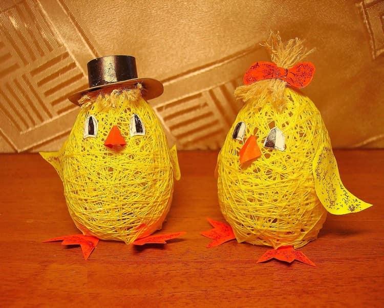 来自球和螺纹的有趣的鸡