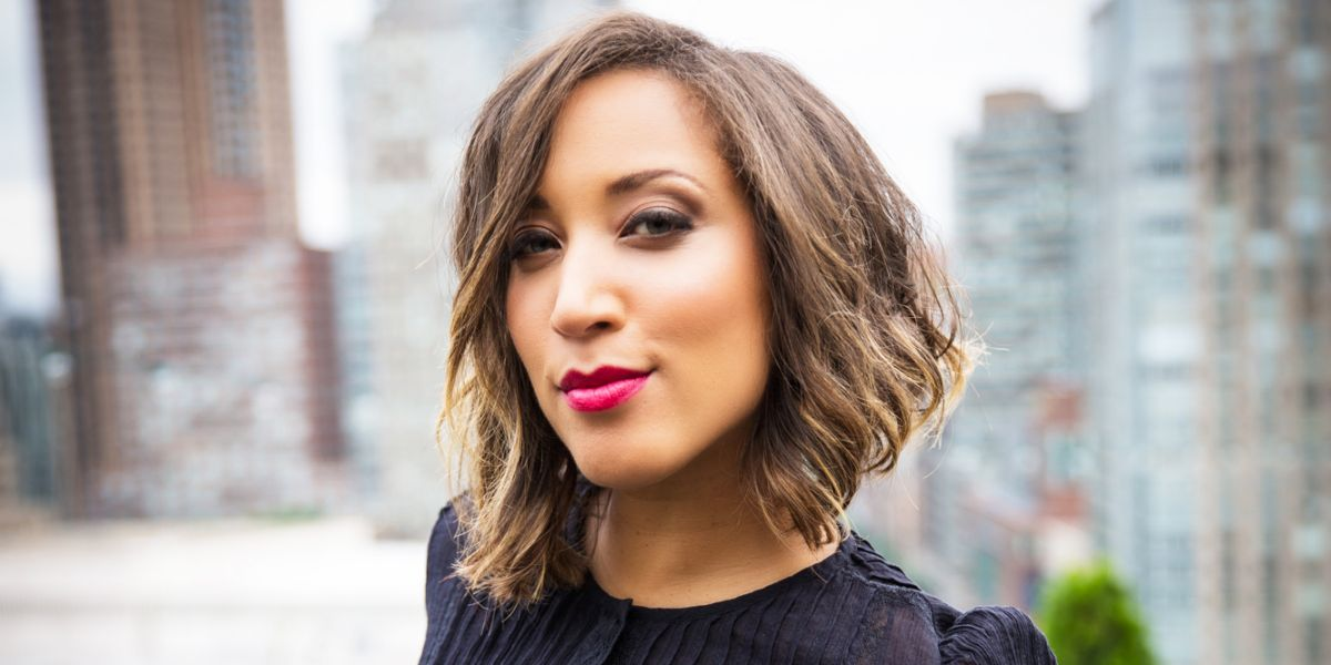 Robin Thede hosts new late-night show 'The Rundown ...