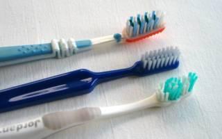 Ba bàn chải đánh răng