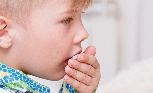 Anak itu tidak memiliki batuk kering untuk waktu yang lama - apa yang perlu Anda ketahui untuk menyingkirkan masalah?