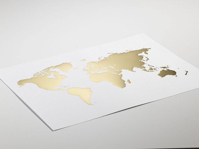 World map poster   Posters with gold   Brass interior design Poster med v    rldskarta
