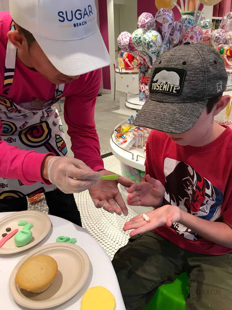 Cupcake class oon Royal Caribbean Symphony of the Seas cruise ship. It is one of the amazing tween friendly activities aboard the largest cruise ship in the world.