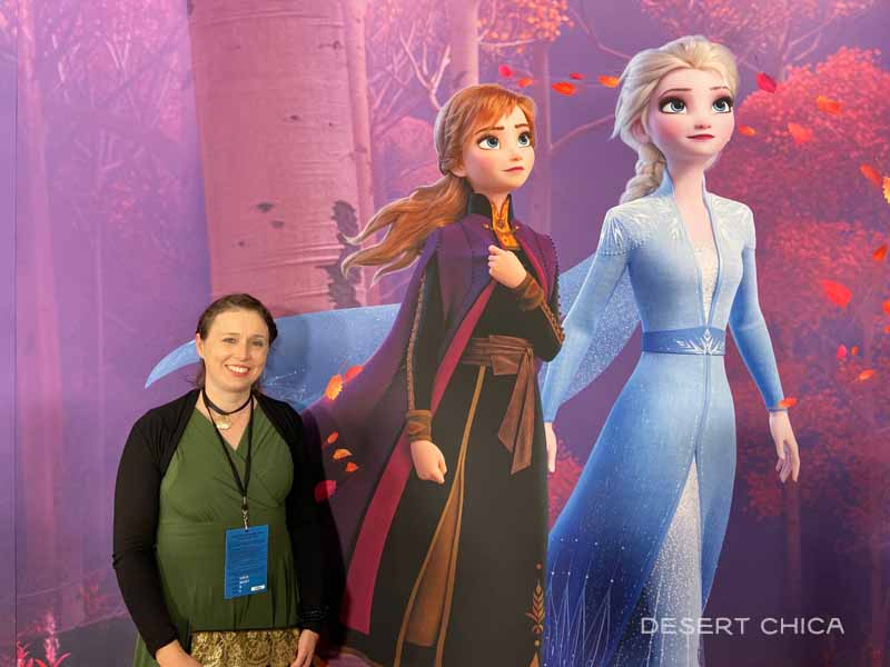 Girl in front of Anna and Elsa at Frozen 2 red carpet