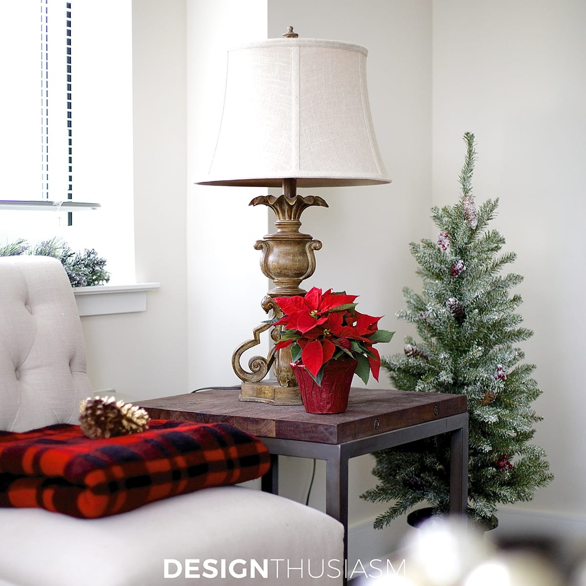 12 Easy Holiday Decorating Ideas for a Small Apartment Holiday Decorating Ideas for a Small Apartment   Designthusiasm com