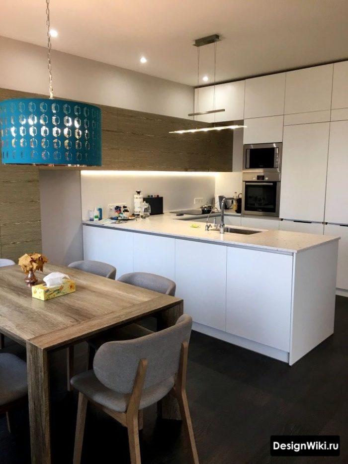 Icke-standard köksdesign med rostfritt stål bordsskiva