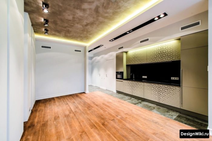 Brun Art Nouveau stil kök med kork på golvet