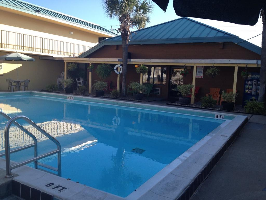 destin hotels with pool