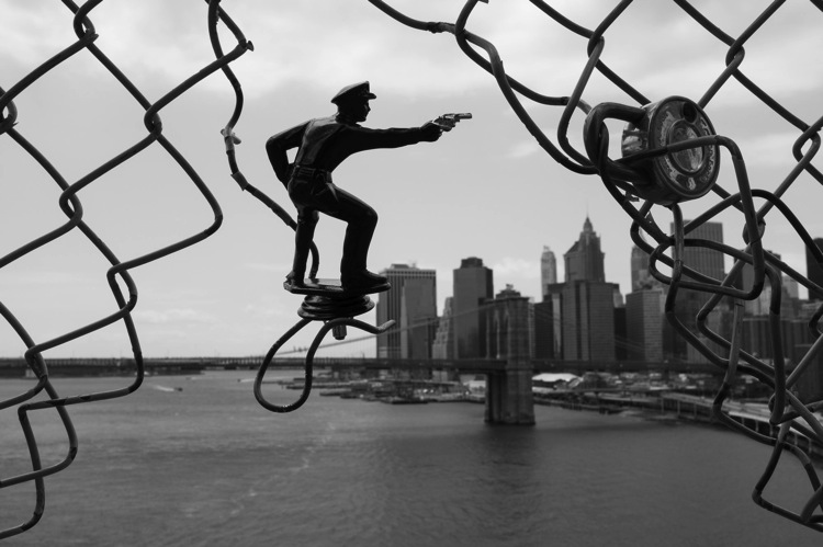 The Ultimate Guide to Street Photography THE LAW AND STREET PHOTOGRAPHY  5 police manhattan and brooklyn bridges