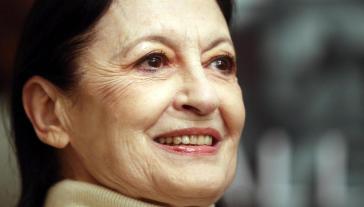 I funerali di Carla Fracci, il dolore inconsolabile dei cari e la commozione di Bolle