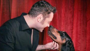 """Tiziano Ferro, l'amore per il suo cane Beau. Su Instagram: """"Non ho accettato la tua dipartita"""""""