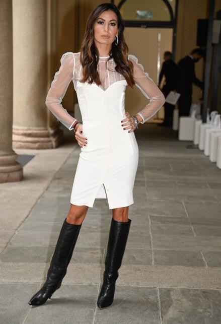 Elisabetta Gregoraci alla Milano Fashion Week: mini abito e trasparenze