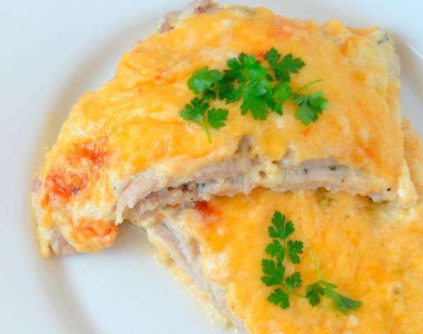 Француз еті картоппен және тартылған ет фотосуретімен