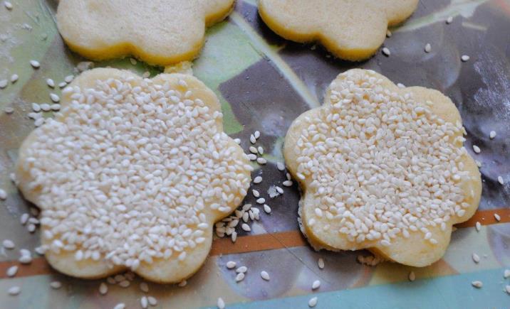 Песочное печенье с кунжутом фото