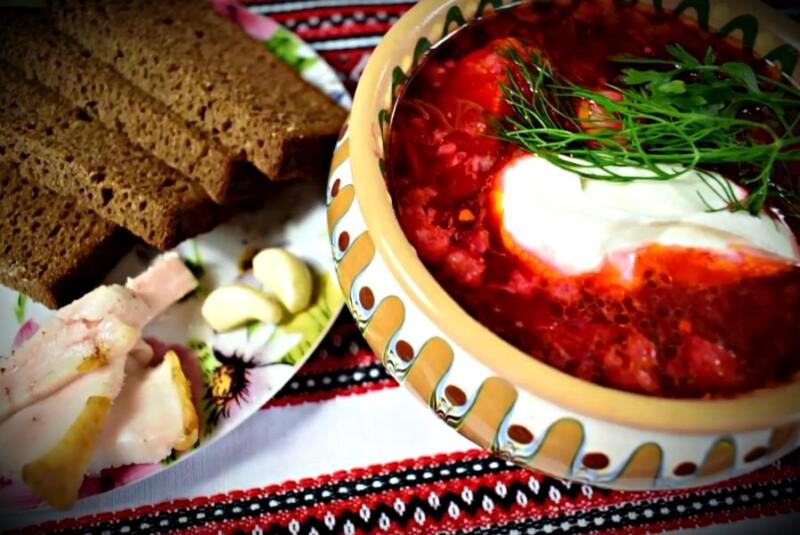 Етті сорпаға тұшпара қосылған украиндық боршт дайындау рецепті