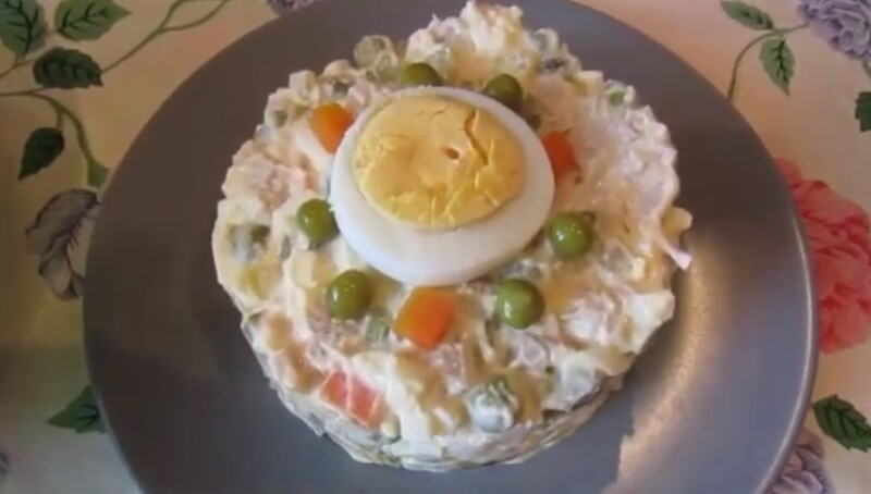 Шошқа еті мен тұзды қиярмен салата - өте дәмді рецепт