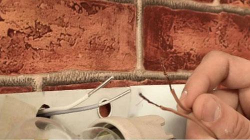 Connexion du cuivre et de l'aluminium dans la paroi de l'opposé