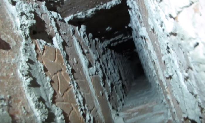 Szellőztető tengely egy magas emelkedésű épületben a kipufogógáz csatlakoztatásához