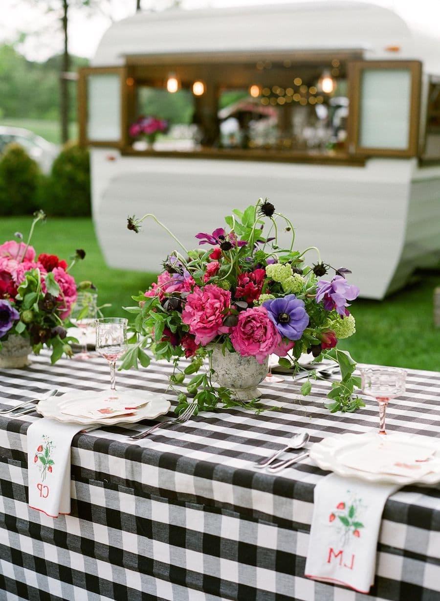 Cserepes virágok - Nagy ötlet az asztali dekorációhoz