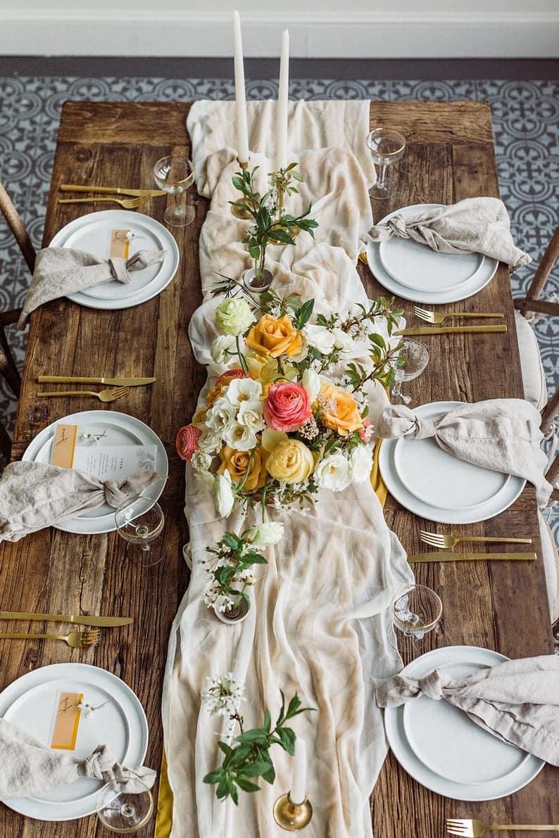 A táblázat kiszolgálására szolgáló szövetek listája pamut, fátyol, len, sajtnak tulajdonítható