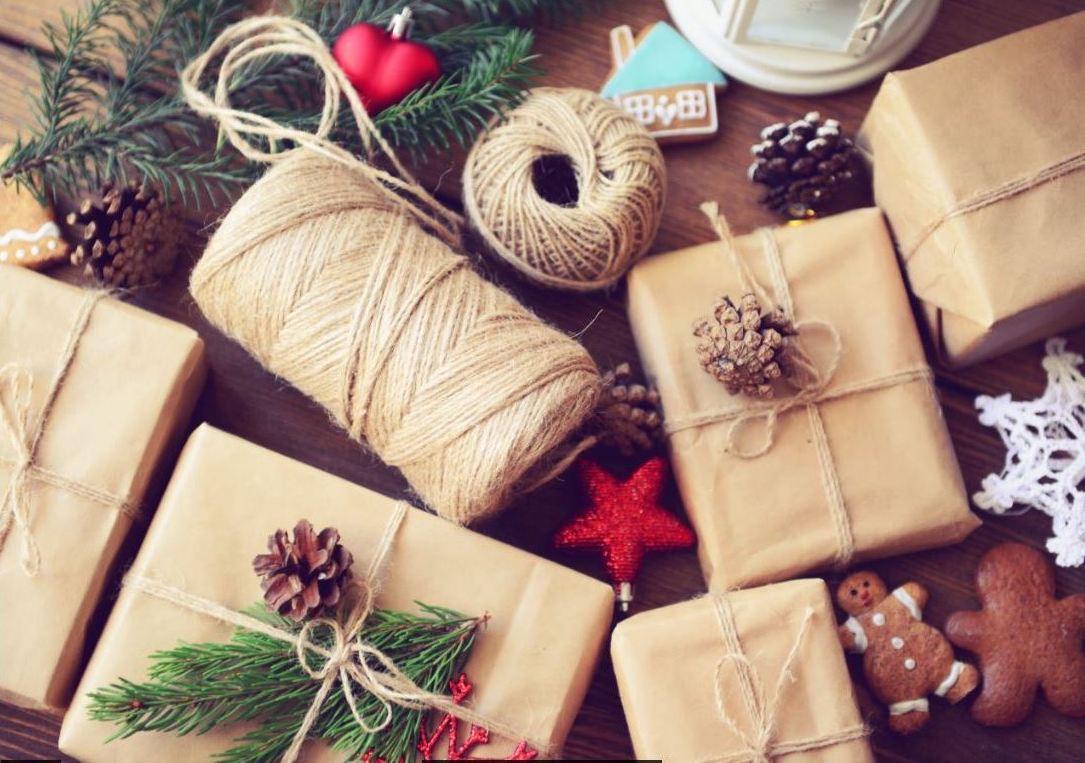 Готовить подарки, делать поделки и украшения, создавать красивый декор для нового года – задание не только интересное, но и приятное