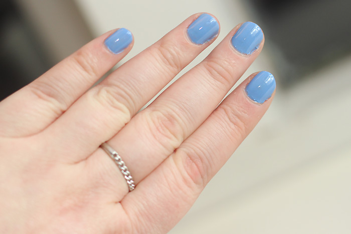 blauwe nagellak essie lapiz of luxury