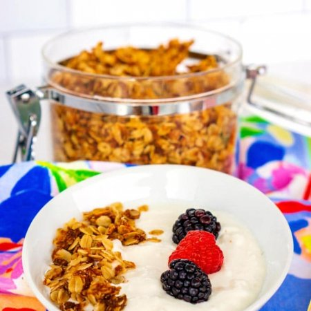 Close up picture of Crock Pot Greek yogurt.