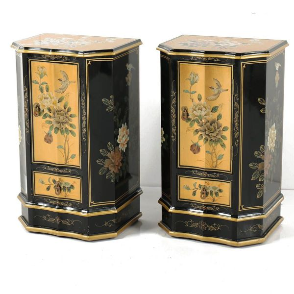 Online Furniture Auctions   Vintage Furniture Auction   Antique     Chinese Black and Gold Floral Motif Lacquered Nightstand Pair