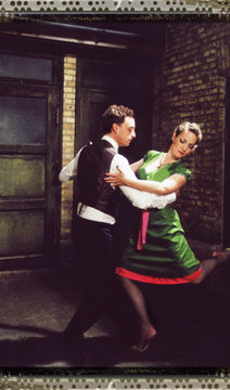 Tango picture in green pang dress