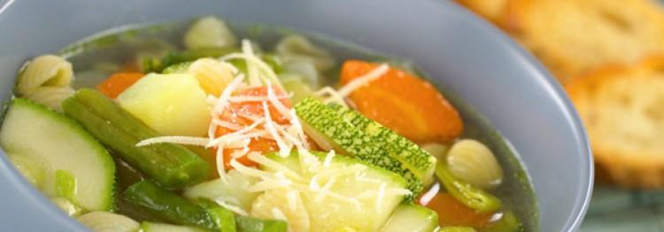 Heerlijke soep in een langzaam kooktoestel