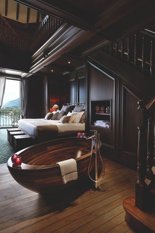 Hardwood bathtub