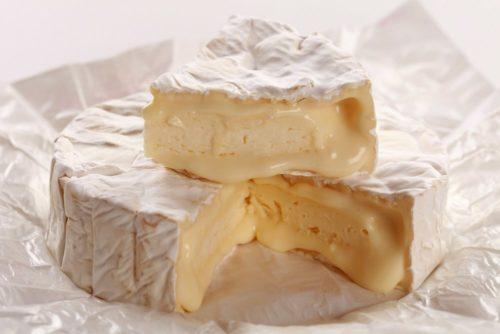 Camembert sajt