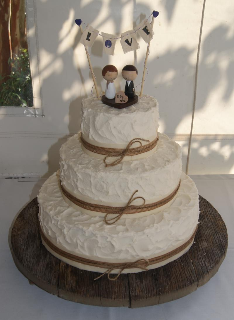 Embree House Wedding Cakes   Homemade  melt in your mouth     Embree House Wedding Cakes   Homemade  melt in your mouth buttercream icing  is our specialty