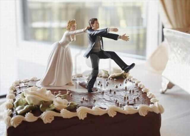 The Best Wedding Cake Toppers That Say It All    Funny   BabaMail wedding cake toppings