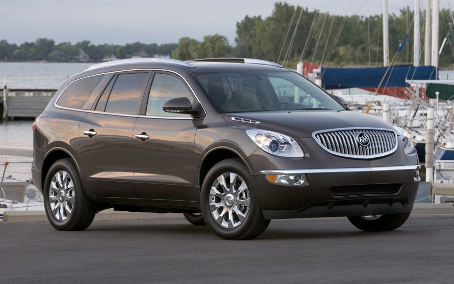 Front Center Airbag Debuting on 2013 Buick Enclave  Chevrolet     Front Center Airbag Debuting on 2013 Buick Enclave  Chevrolet Traverse  GMC  Acadia